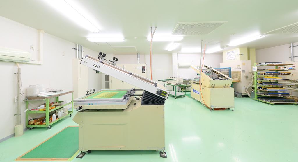 多品種・小ロット向け印刷機(クラス10000レベルのクリーンルーム内)